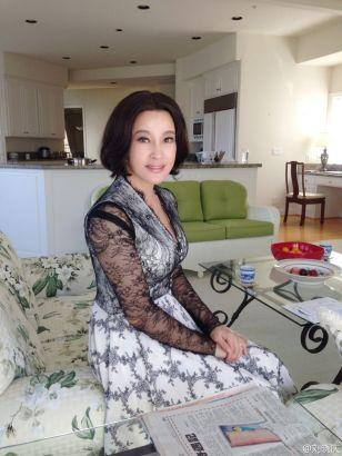 刘晓庆婚礼前晒照片