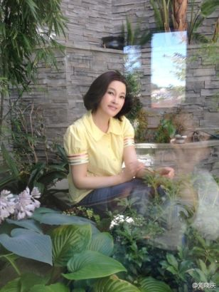 刘晓庆享受婚后时光