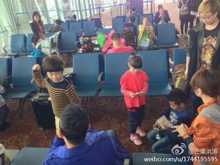 《爸爸去哪儿》五娃闹机场 小伙伴们开心玩耍