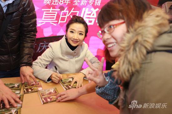 陶晶瑩舉辦新專輯《真的假的》重慶簽名會