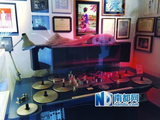 镇馆之宝――八盘式胶片剪片机。