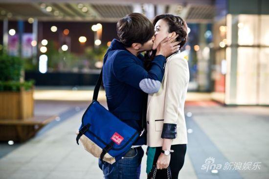 罗志祥、毛俊杰拥吻