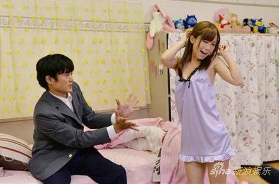 将于10月17日上映,日前出演影片的两位女星小岛美奈美和白石茉莉奈