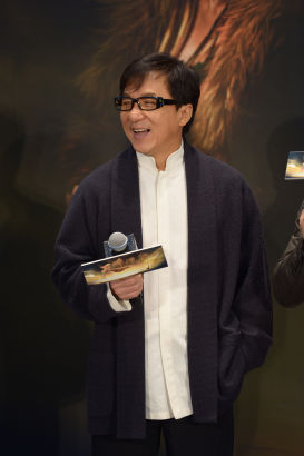 成龙出席《天将雄师》发布会