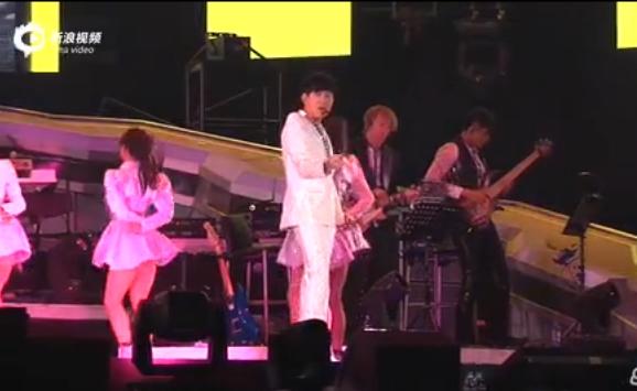 视频:林俊杰巡演内地首发 舞台换衣好害羞