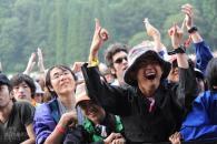 富士音乐节首日综述:十万人雨中激情燃烧(图)