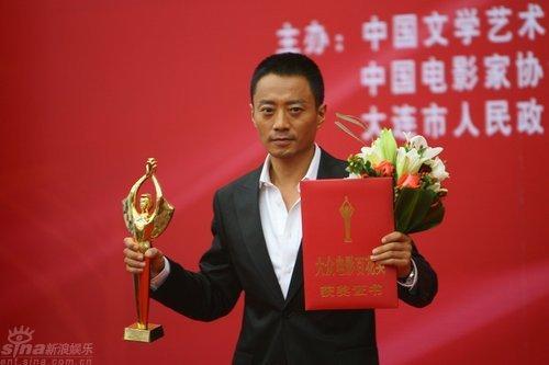 冯小刚获最佳导演奖搞笑调侃张涵予(图)