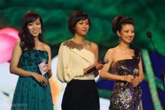 组图:经纬侯佩岑徐静蕾三位主持人各具美态