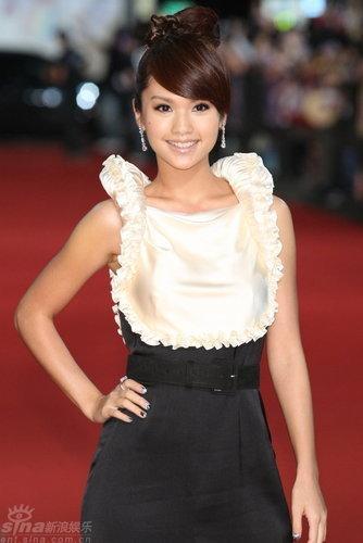 红毯着装颁奖:阿雅最佳变身杨丞琳最佳撞衫