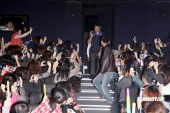 组图:张学友抵台与歌迷重温演唱会感动
