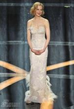 组图:妮可-基德曼亮相礼服勾勒身材静如女神