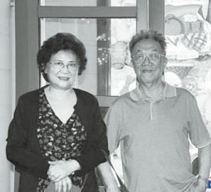 """单三娅(左)给了王蒙""""爱的补偿"""""""