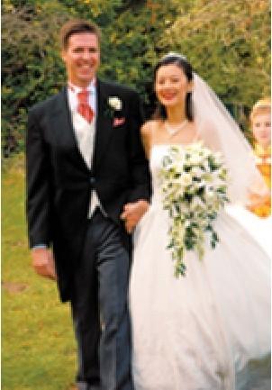 姜丰与英国老公婚纱照及混血儿女近照(图)