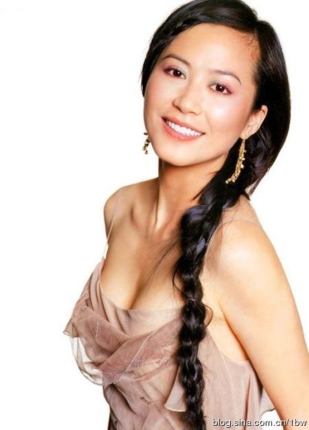 42岁俞飞鸿昔日童年可爱青涩照曝光(组图)