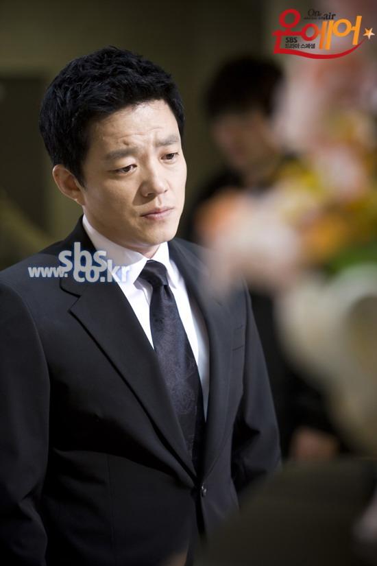 资料图片:韩剧《OnAir》5月12日官网剧照(13)