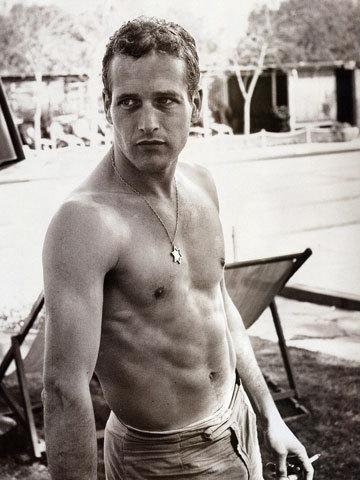 资料图片:保罗-纽曼展露健壮身材