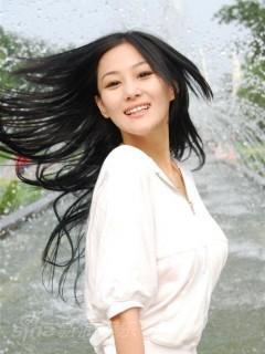 材料图片:演员张馨予稀彩写真(2)