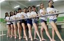 舞蹈系女生毕业照秀腿