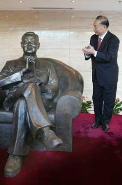 梅兰芳剧院落成梅葆玖对父亲铜像赞赏有嘉(图)