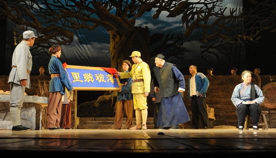 国庆献礼演出剧目:大型话剧《老柿子树》