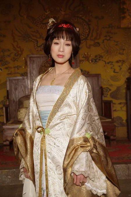 资料图片:国家话剧院女演员--李建群