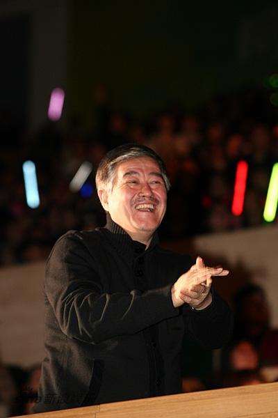 赵本山回应小沈阳产值1亿说称其是孩子需指导