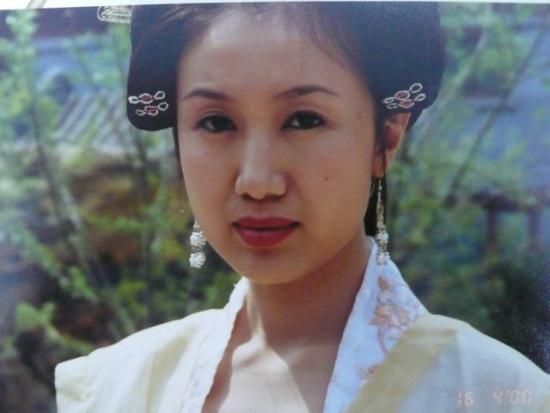资料图片:国家话剧院女演员--刘馨遥