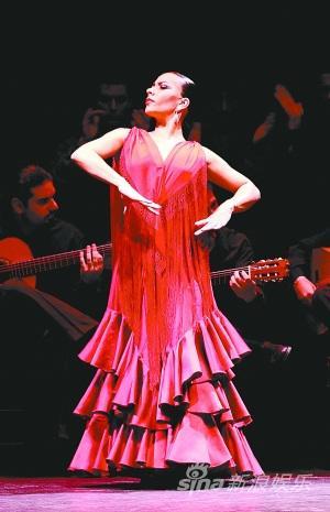 西班牙国家舞蹈团《传奇》4米长裙拼舞技(图)