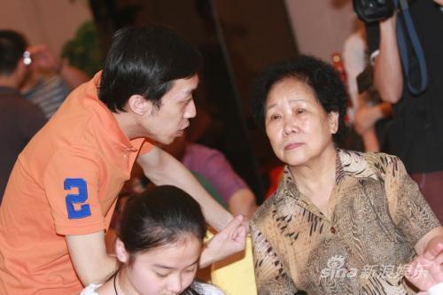 """相声节开幕读""""反三俗倡议书""""李菁仍是自由身"""