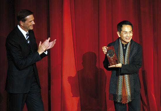 林怀民继法国编舞大师莫里斯-贝雅,获欧洲舞动艺术节颁赠终身成就奖(2009年 摄影 Thomas Ammerpohl 提供 欧洲舞动艺术节)