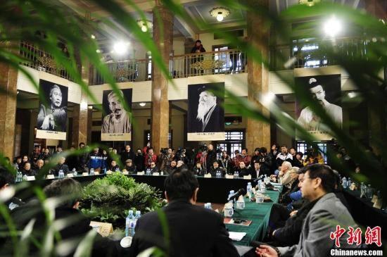 1月25日,北京人艺著名演员于是之的追思会在北京首都剧场举行,人艺郑榕、朱旭、李滨、金雅琴等众多老戏骨悉数到场。中新社发 崔楠 摄