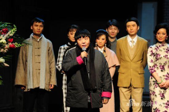 2012年1月,《四世同堂》北京天桥剧场破百场