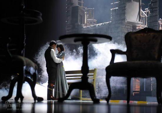 图文:话剧《简爱》彩排--舞台效果试验