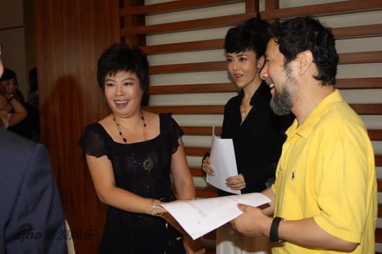 图文:《图兰朵》启动-于丹与陈维亚交谈