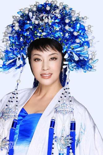 图文:《阿房宫赋》刘晓庆写真-珍珠头饰凸显高贵