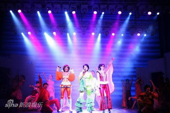 舞台色彩丰富