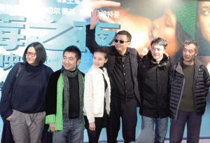 《蓝莓之夜》京城首映姜文巩俐齐缺席(图)