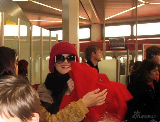 组图:舒淇已抵达柏林素颜做评委电影节过春节