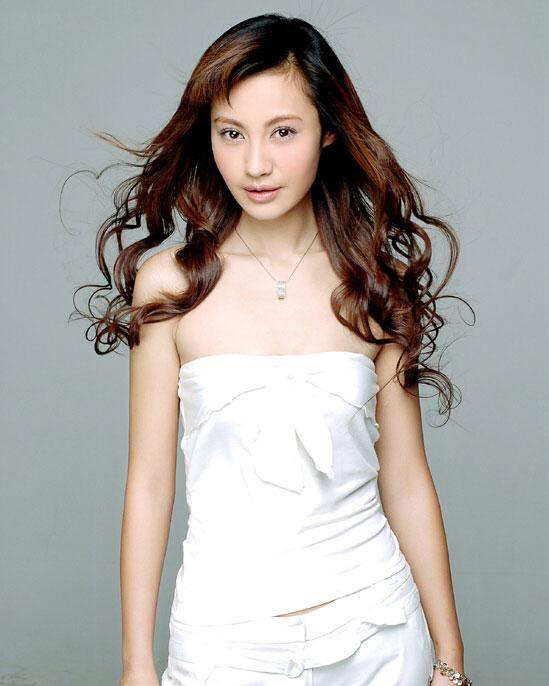 杨雪《浪漫天涯》热拍 讲述女白领农村奋斗史