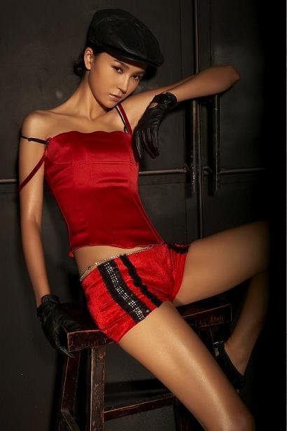 姚星彤出镜高端杂志不忘宣传《变身契约》(图)