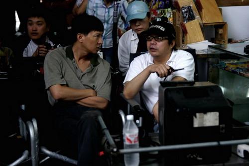 多国部队打造《红河》中韩影人用手交流