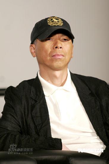 冯小刚上海谈新片《唐山大地震》情绪高涨(图)