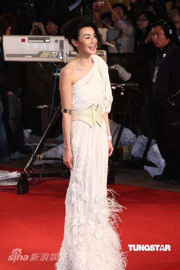 时尚点评:第46届金马红毯―她在灯火闪亮处