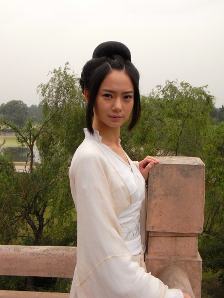 戚薇白色古装饰演聂隐娘
