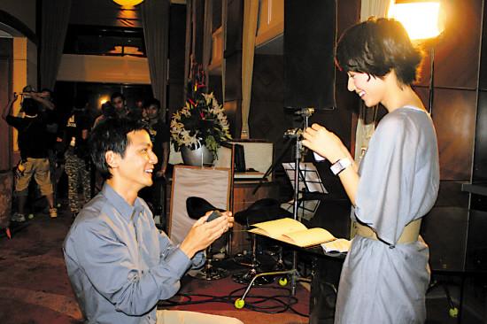 吴彦祖在戏中向高圆圆求婚