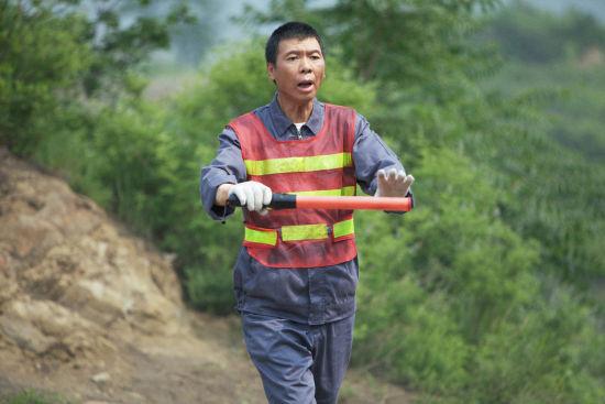 冯小刚客串交通协管员