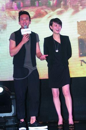 邓超、孙俪夫妇宣传新片《画壁》。