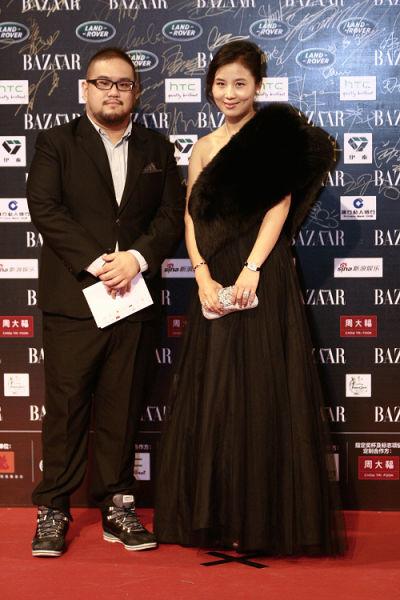 小马奔腾集团副董事长钟丽芳, 左为《幸福额度》导演陈正道