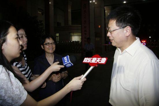 上海文联秘书长接受采访