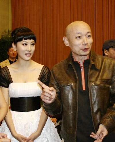 组图:优女郎毛俊杰优雅亮相首映公主造型抢镜